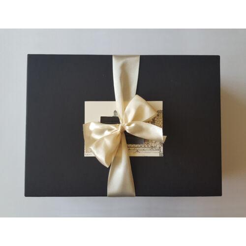 Csodás kis lilaságok ajándékcsomag - bor, csoki, mézkülönlegességek